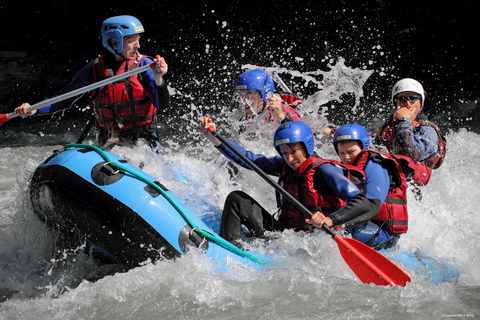 Laurent-rico-savoie-isere-photographies-videos-reportage-outdoor-groupe-riviere-descente-essaonia-rafting-eau-vive-